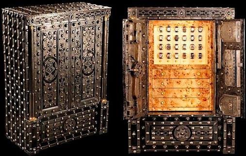 Антикварный сейф для хранения часов